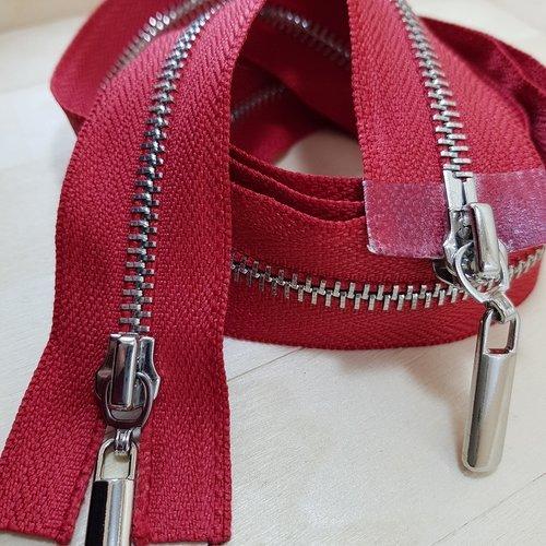 Tres grande fermeture sépararable rouge , glissiere en métal argenté ou doré poli , double curseurs , sur mesure 110 cm maxi