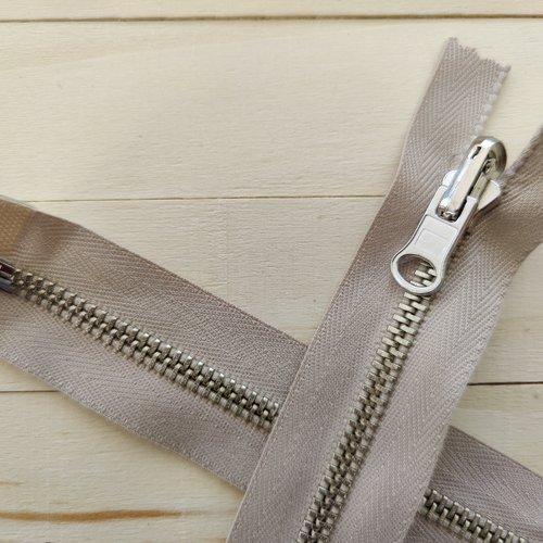 Fermeture éclair séparable réversible 6 mm glissiere inox sur ruban coton beige clair alpaga sur mesure maxi 62cm