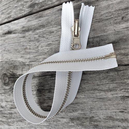 Fermeture blanche à glissiere métal argentée reversible 6 mm sur mesure de 20 à 65 cm