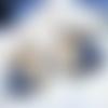 Créoles de composition florale bleu et sable