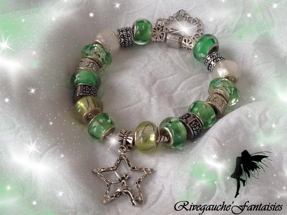 Bracelet charms dégradé de vert fée assise
