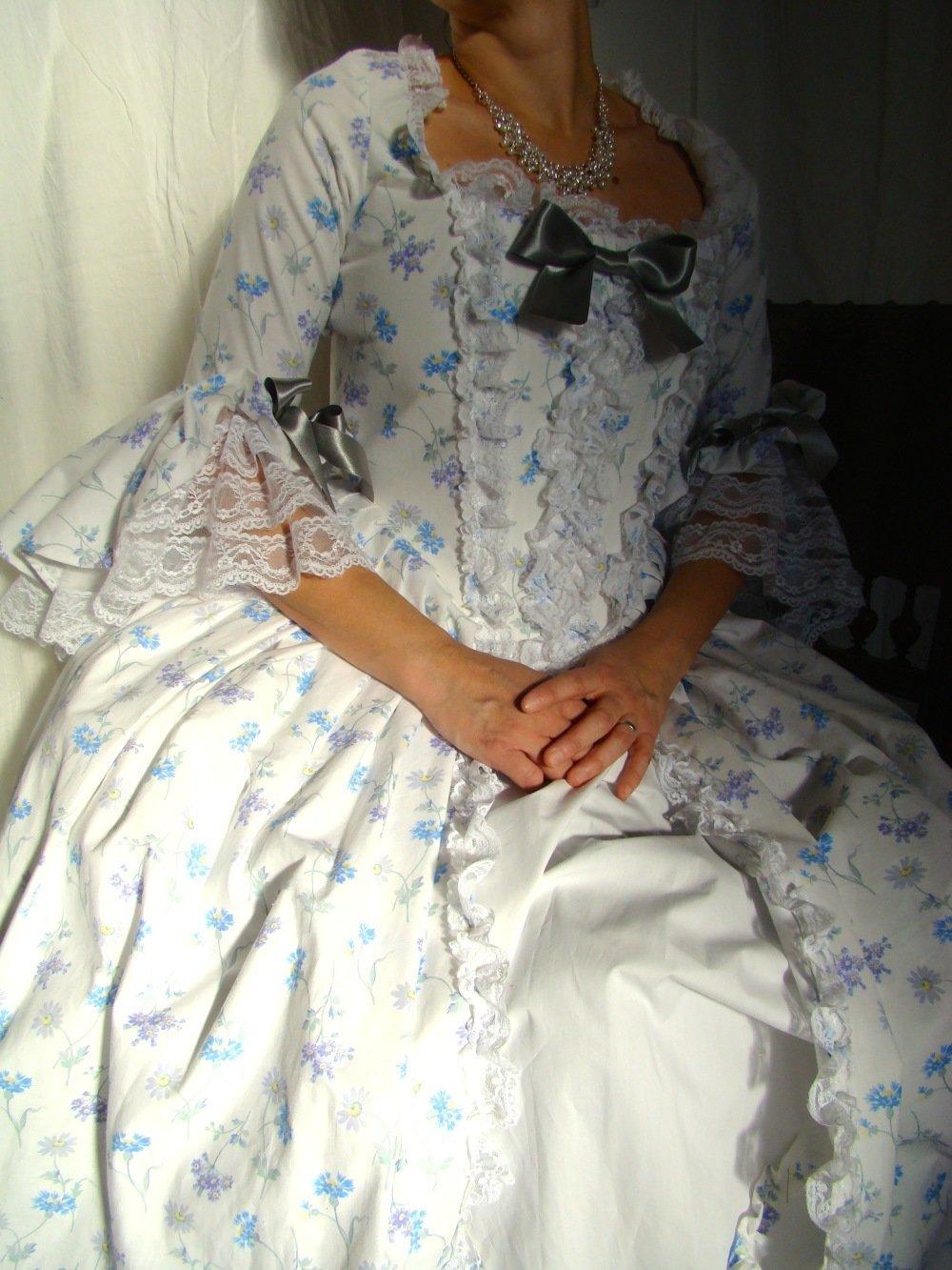 Robe Marie-Antoinette du 18ème en coton fleuri