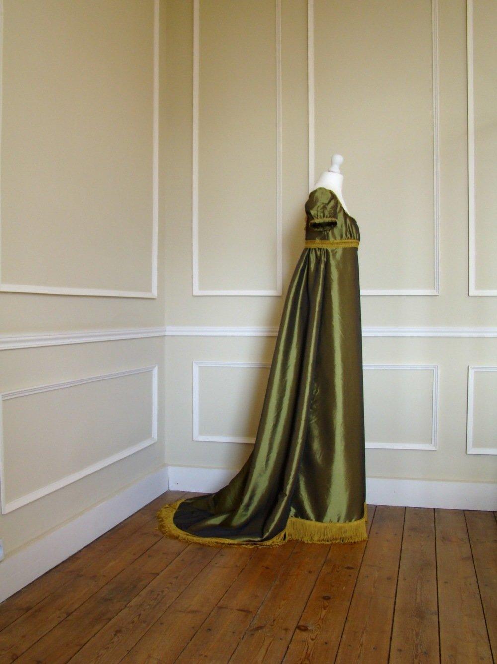 Robe de bal 1er Empire femme en taffetas vert et or