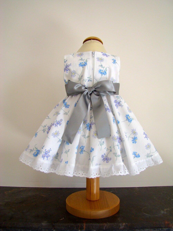Robe bébé en coton blanc fleuri