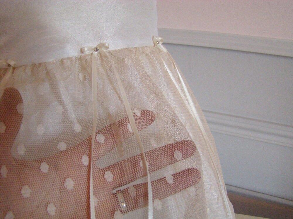Robe bébé en tulle plumetis beige rosé