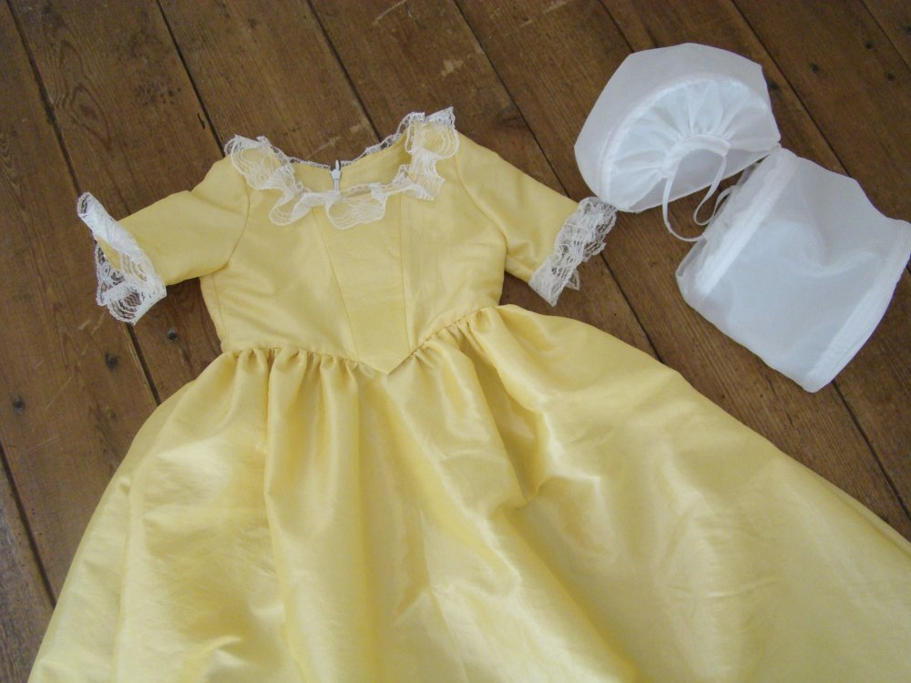 Robe marquise 2 et 3 ans en taffetas jaune
