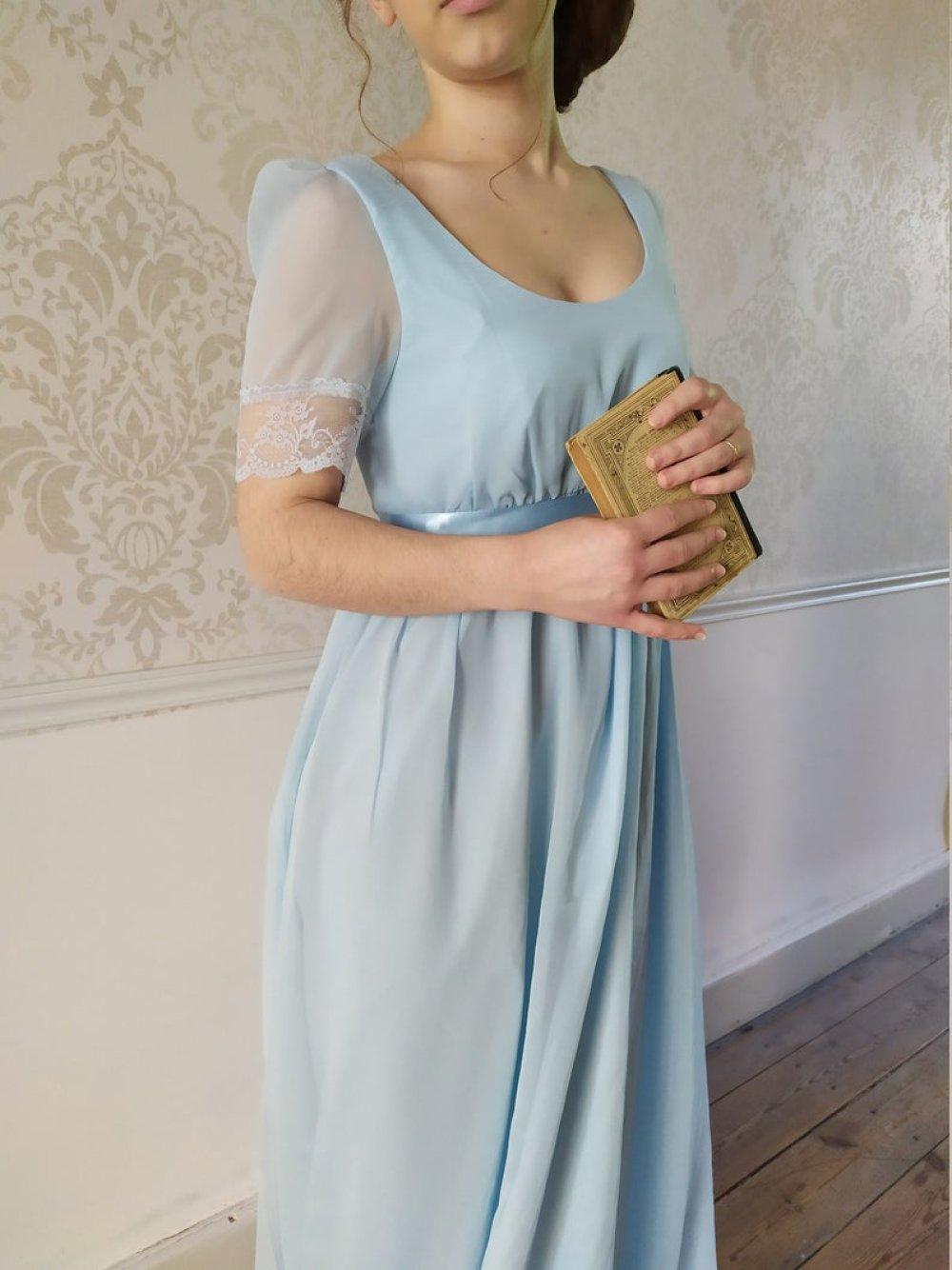 Robe Régence en mousseline bleu pâle