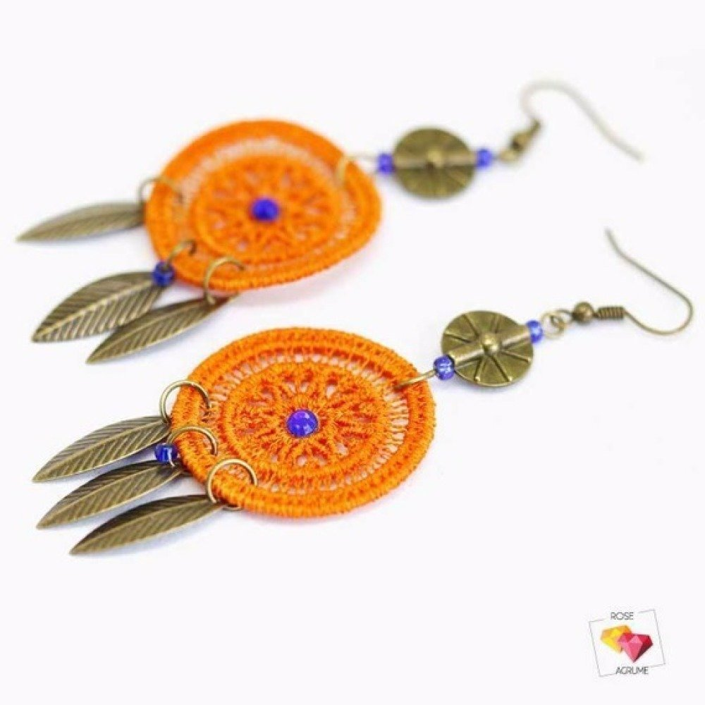 Boucles d'oreilles attrapes rêves en dentelle orange