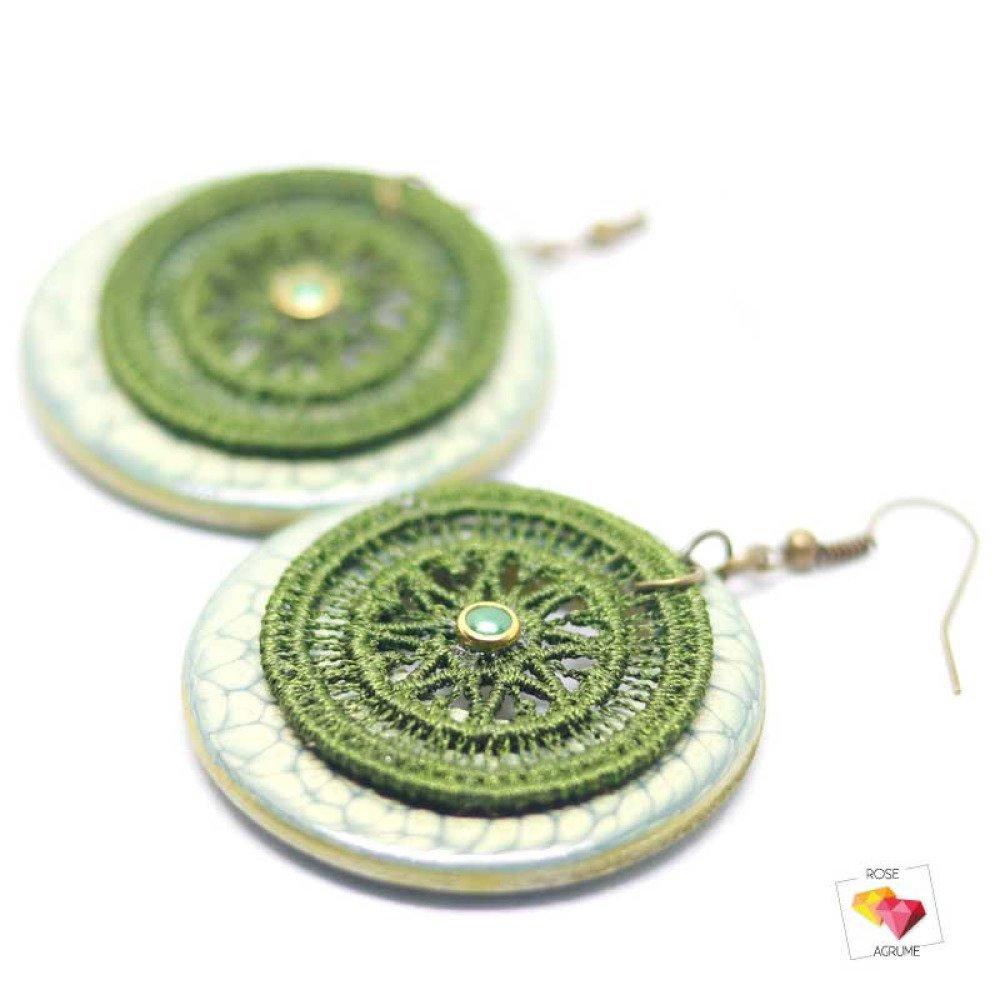 Boucles d'oreilles créole vert amande et dentelle kaki