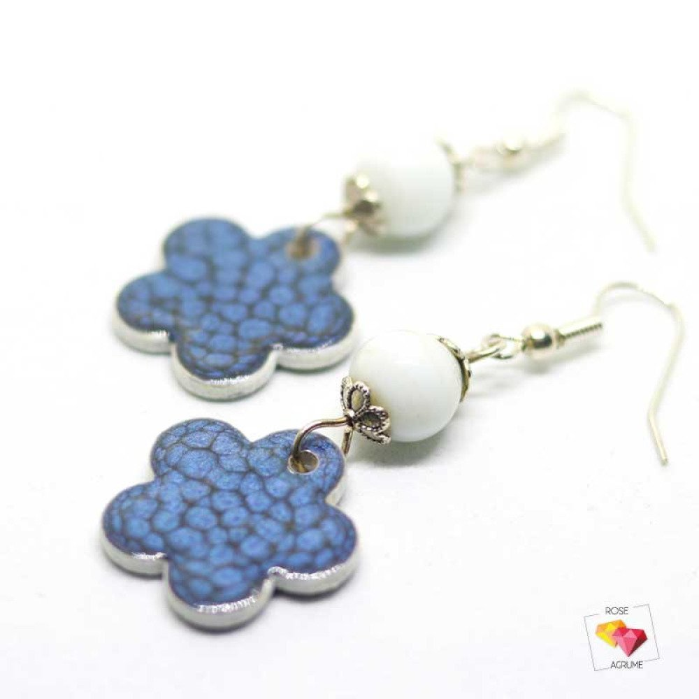 Boucles d'oreilles fleur en bois bleu nuit