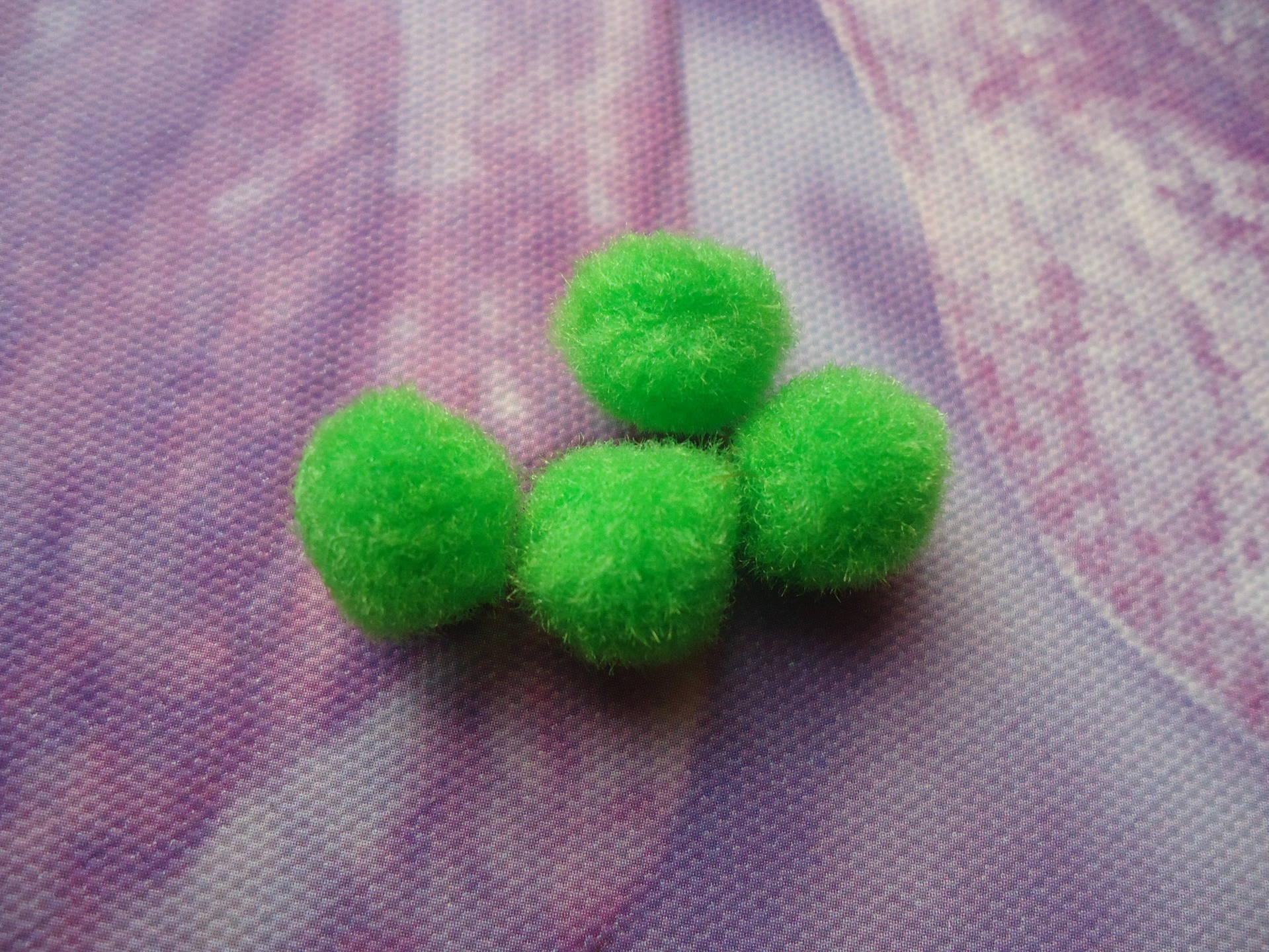 lot de 10 pompons verts 15 mm pour création de bijoux