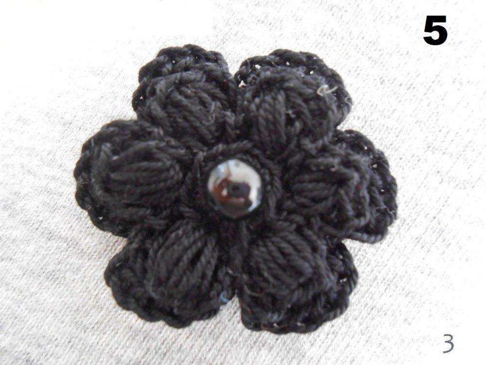 fleurs rose violette au crochet,fleurs au crochet,fleur a coudre