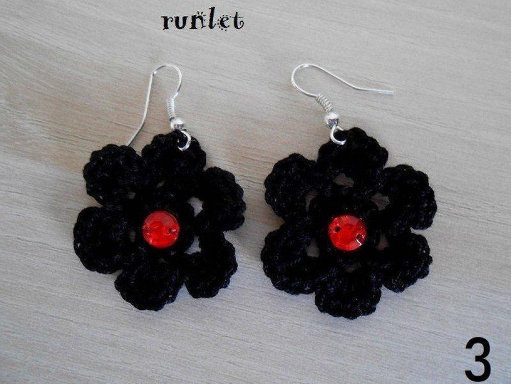 boucles d'oreilles  fleur noir au crochet