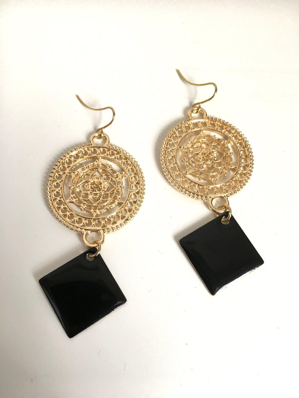 Bo mandala bouddhiste dorée,losange noir