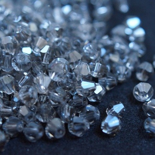 100 toupies bicones cristal 4 mm n41