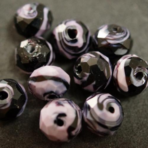 1 perle à facettes verre mauve et noire