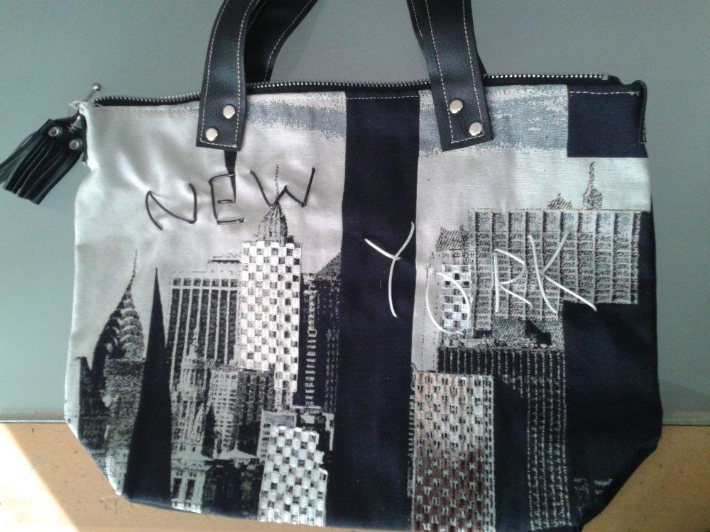 """mini cabas""""NEW-YORK"""" en tissu imprimé noir&blanc et simili cuir  noir"""