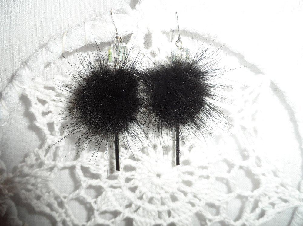 """Boucles d'oreilles  """"Petites boules de poils noirs """""""