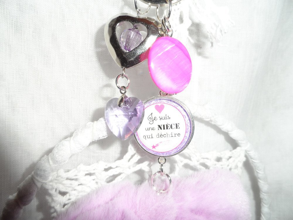 """Porte-clés / bijou de sac """" Je suis une nièce qui déchire"""" avec breloques coeur, perles et coeur en fourrure mauve"""
