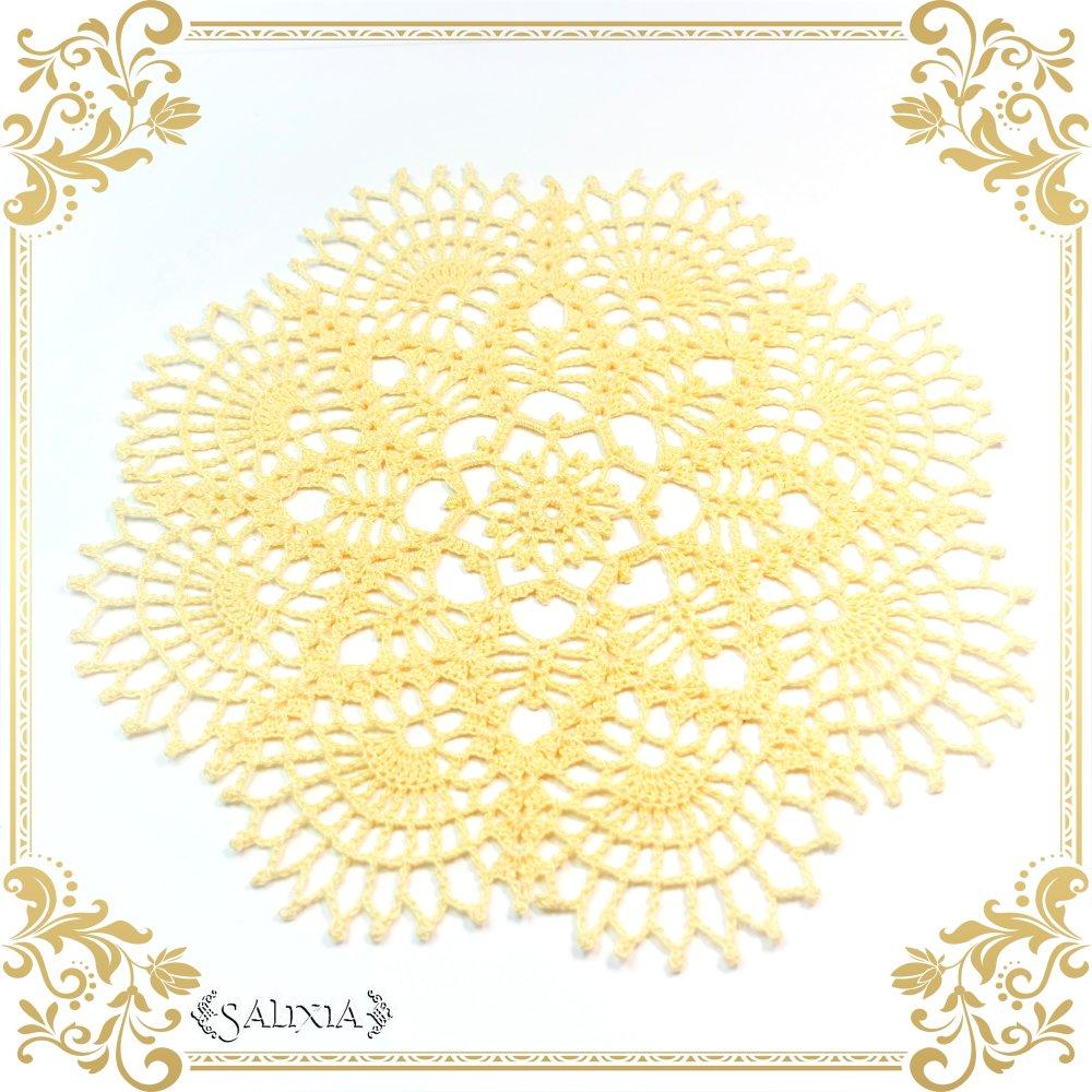 Napperon dentelle au crochet coloris mimosa 17 cm