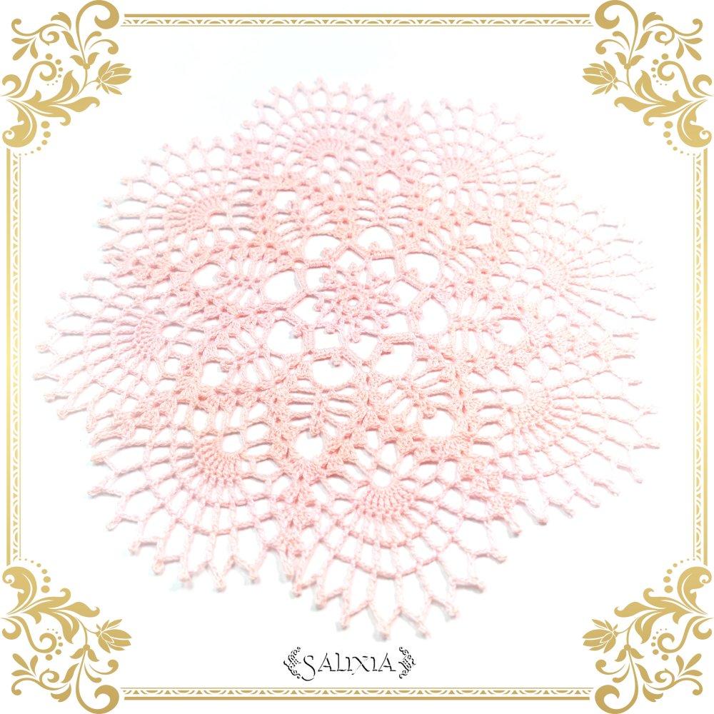 VENDU - Napperon dentelle au crochet coloris rose poudré 17 cm