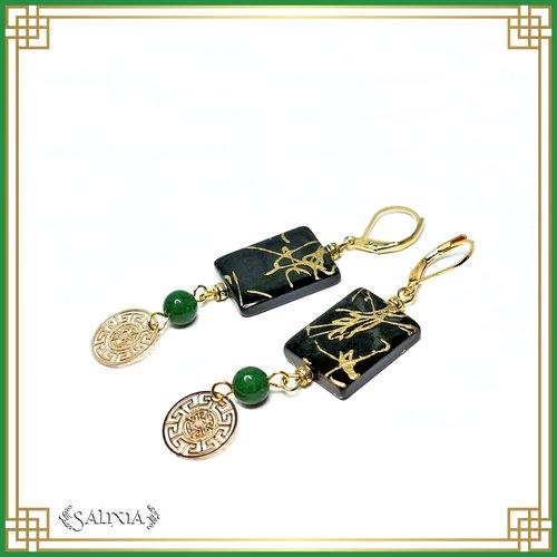 Boucles d'oreilles coquillages laqués noir motifs dorés, perles de jade vertes, dormeuses laiton plaqué or (#bo460)