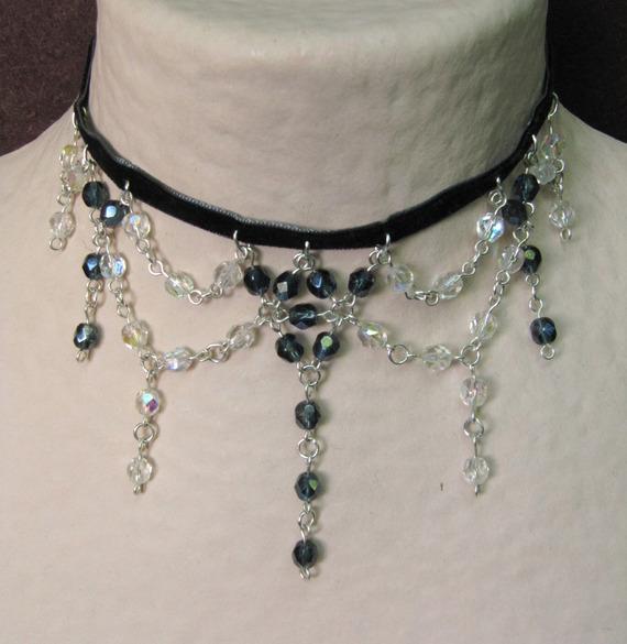 Collier Victorien gris & blanc (motif central gris) avec velours - ras du cou