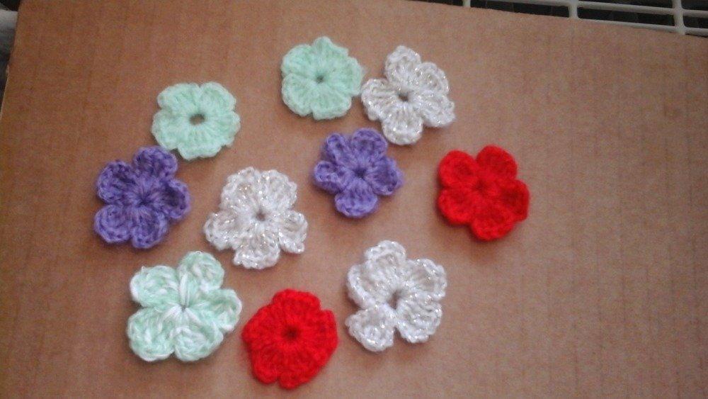 Lot de 10 petites fleur au crochet