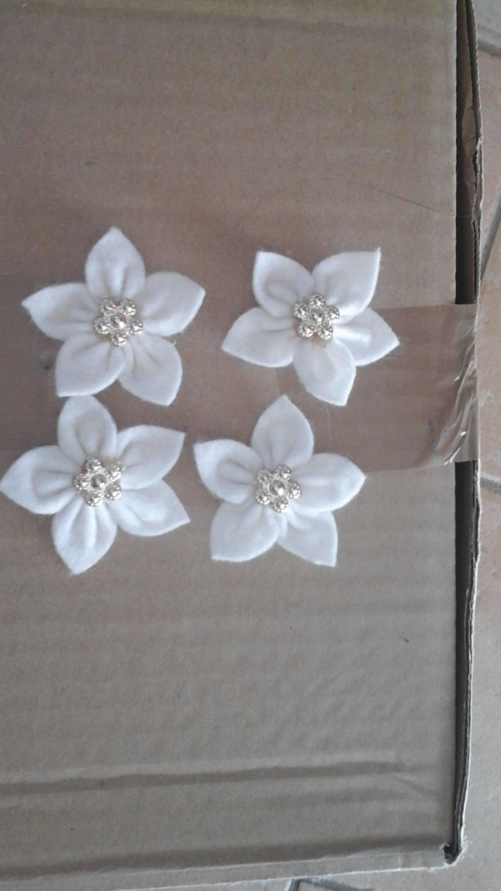 Lot de 4 fleurs en feutrine 5 cm