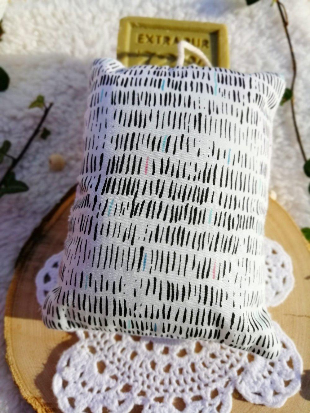 Eponge lavable en coton noir et blanc et micro éponge de bambou bio