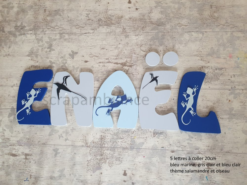 lettre prénom bois, décoration chambre bébé ; plaque de porte, lettre en bois personnalisé : salamandre et oiseaux  20cm