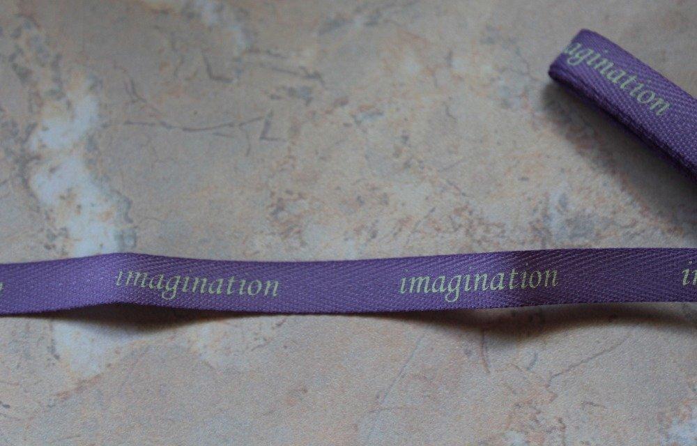 """Ruban mauve à message, """"Imagination"""" écrit en jaune clair , largeur 10 mm"""
