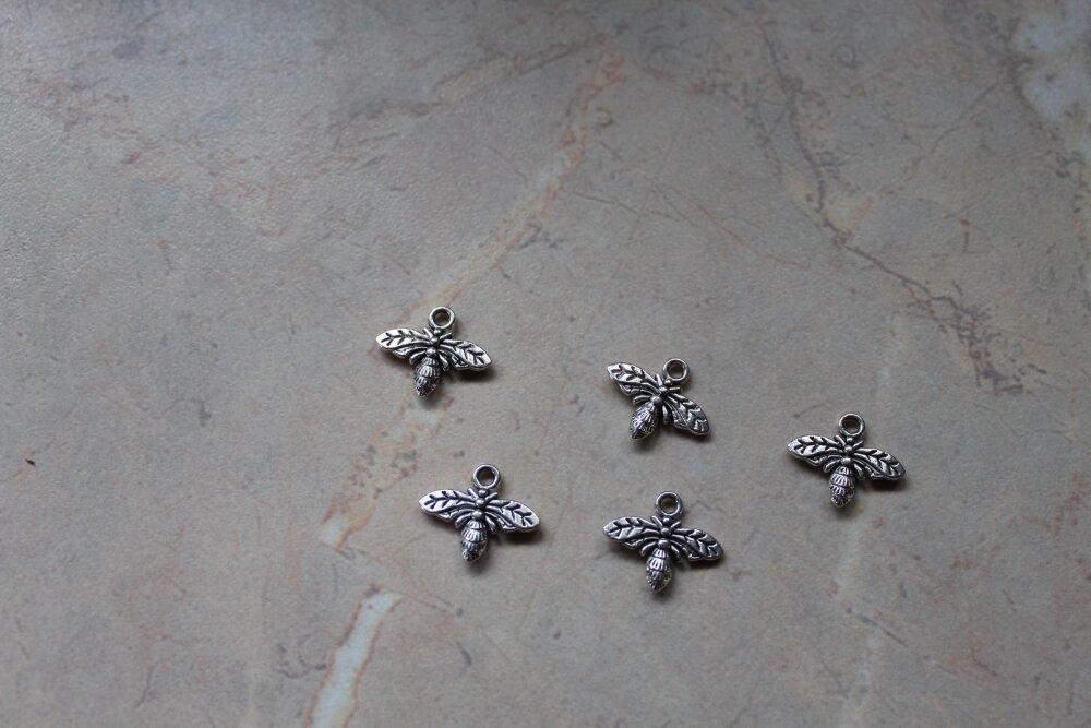 Breloques en métal argenté, abeilles.