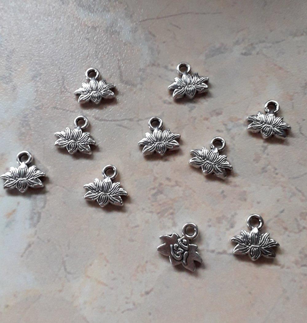 Breloques fleur de lotus / 3 Ohm métal argenté