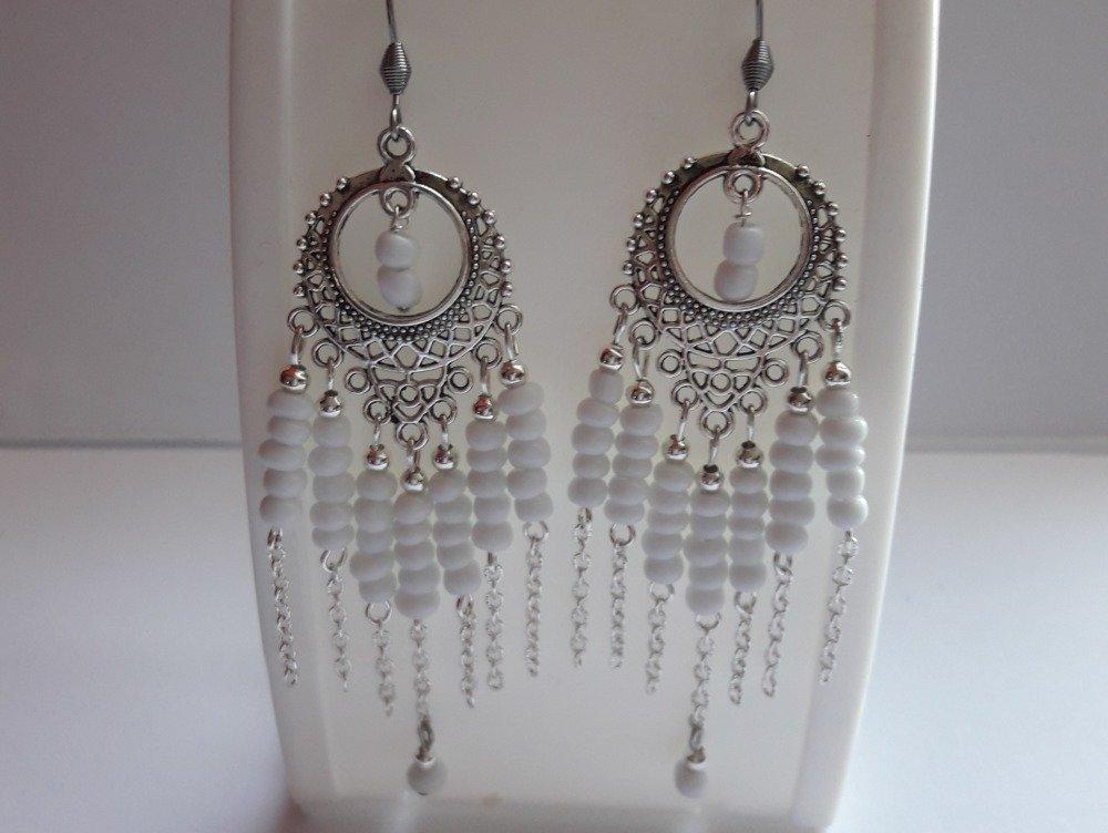 Pendants en métal argenté avec des perles de rocaille/blanc