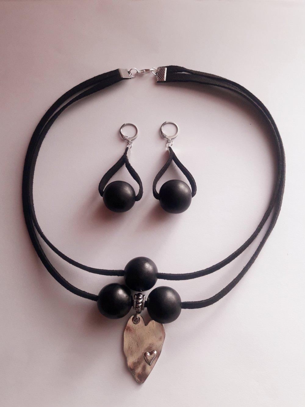 Parure collier boucles d'oreilles /perles en bois artisanales/noir