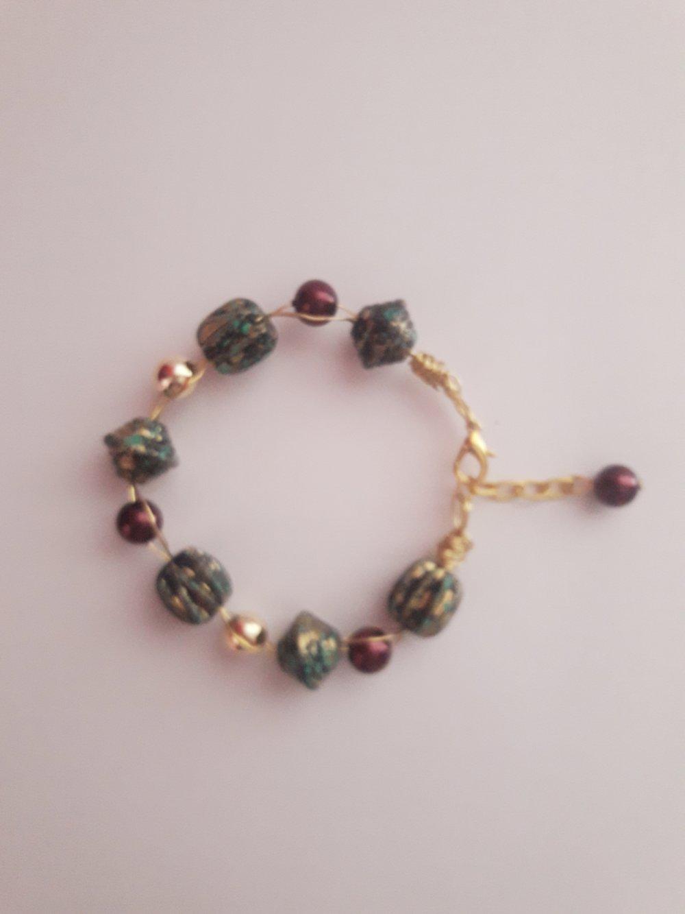 Bracelet fil métallique/perle de verre nacrée/doré bordeaux