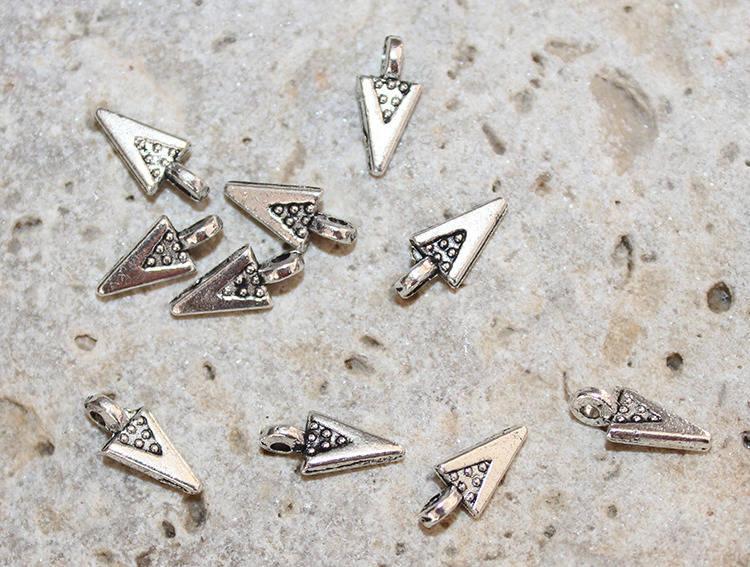 10 Breloques petits triangles argentés 4 X 9 mm pour création bijoux