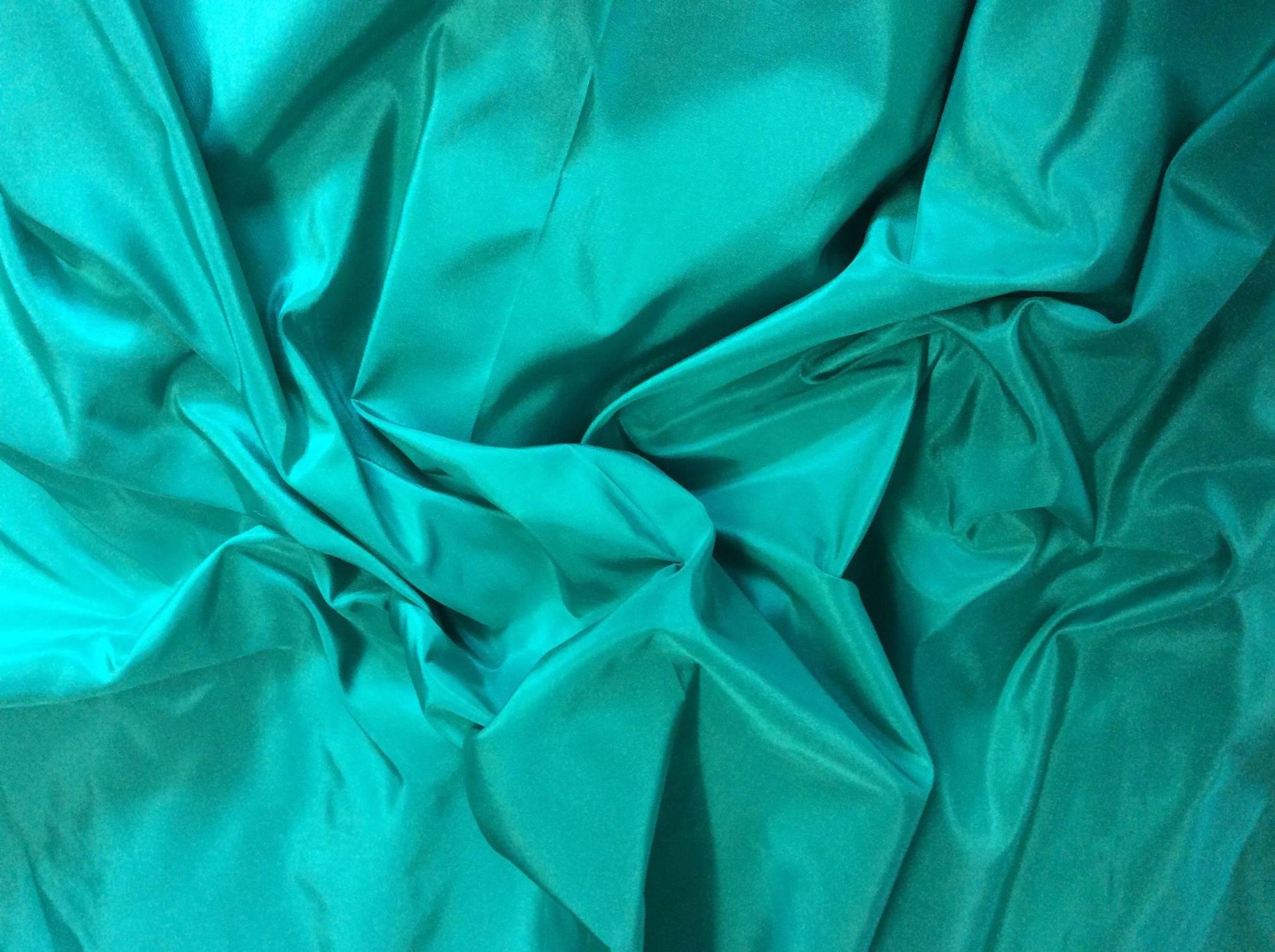 Couleur De L Emeraude véritable soie vendue par multiples de 25cm, couleur vert emeraude clair