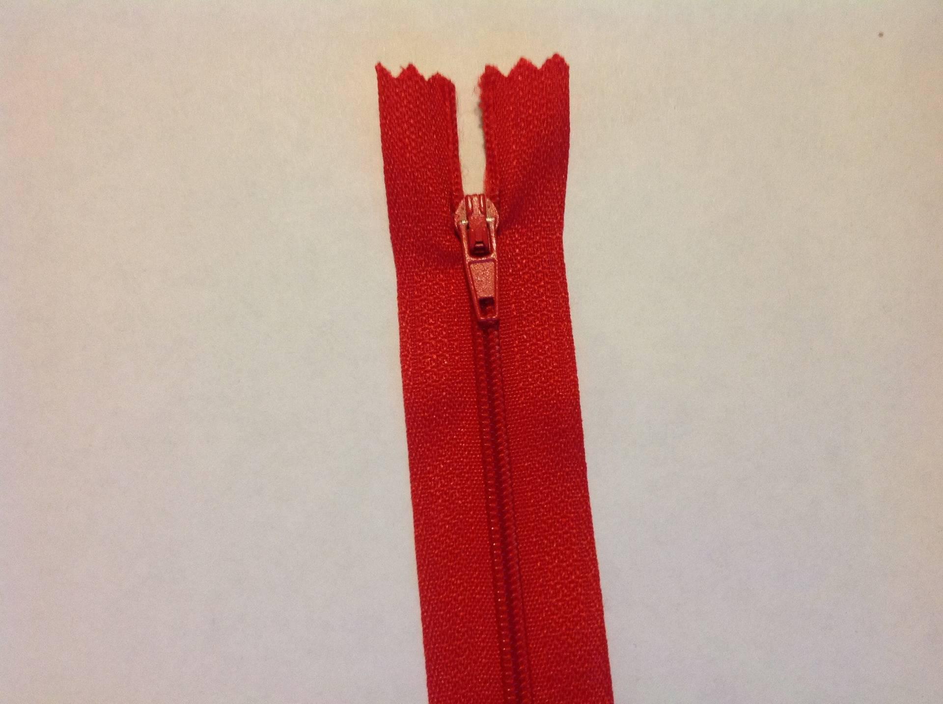 Zip// Fermeture éclair simple non séparable de 30 cm Couleur Rouge