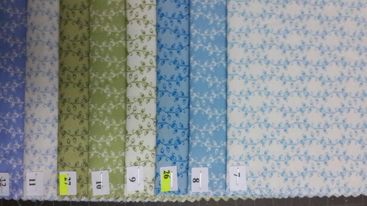 tissu coton japonais, feuillage ecru sur fond rouge no18