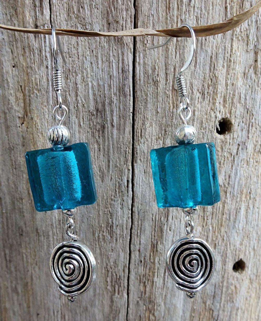 Boucles d'oreilles perle bleue et argent