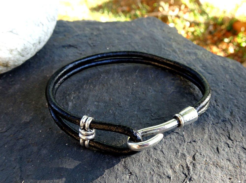 Bracelet en cuir noir, crochet en métal argenté