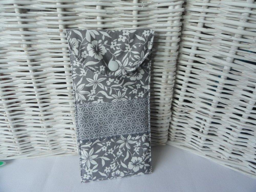 Etui brosse à dent et dentifrice fleurs gris et blanc 7