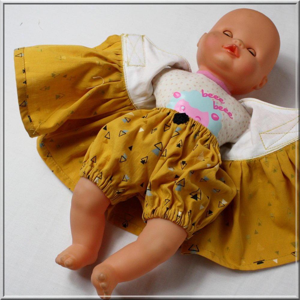 Robe et bloomer pour poupée / poupon 30/34 cm