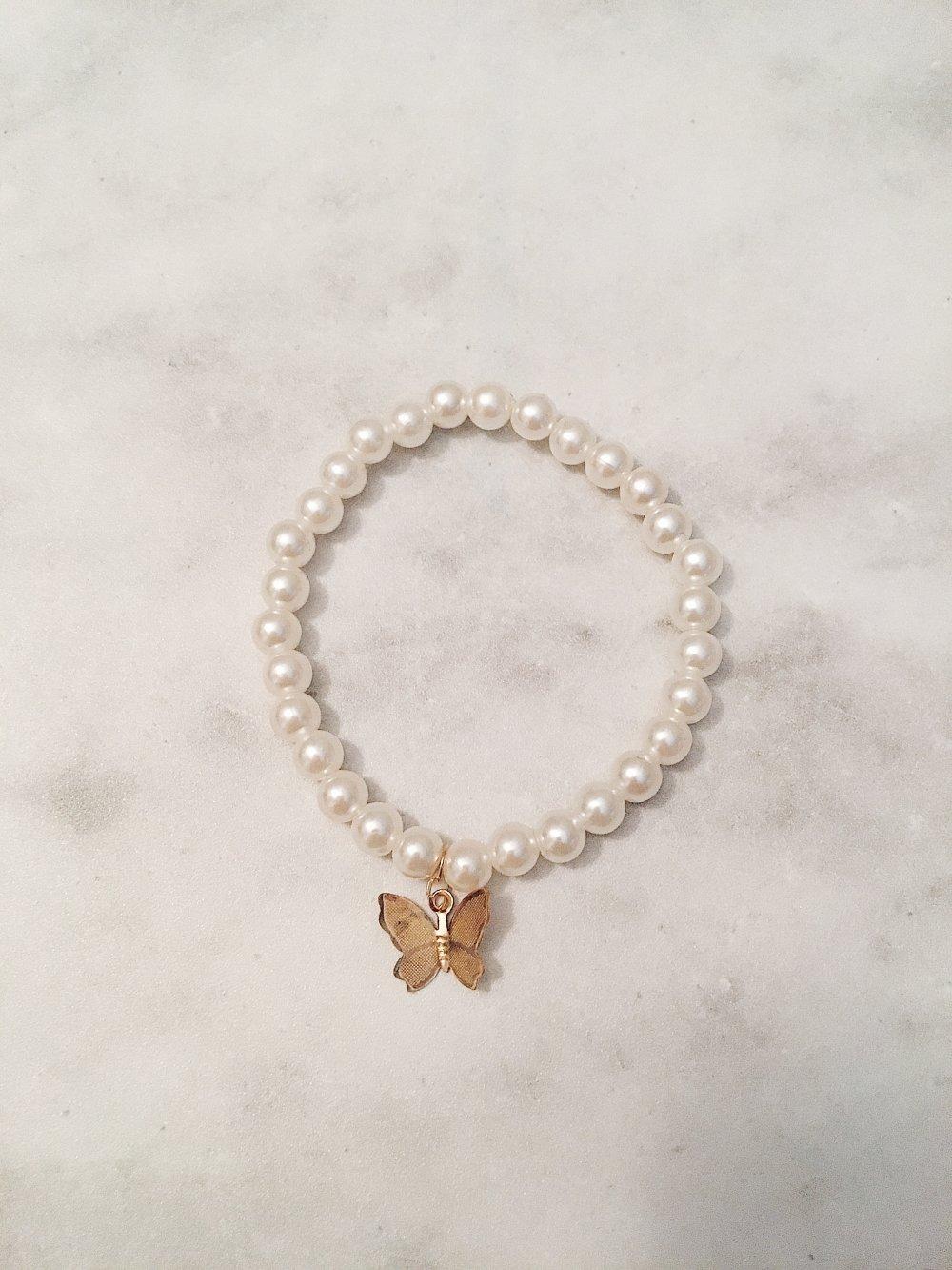 Bracelet perles nacéres 6mm + papillon