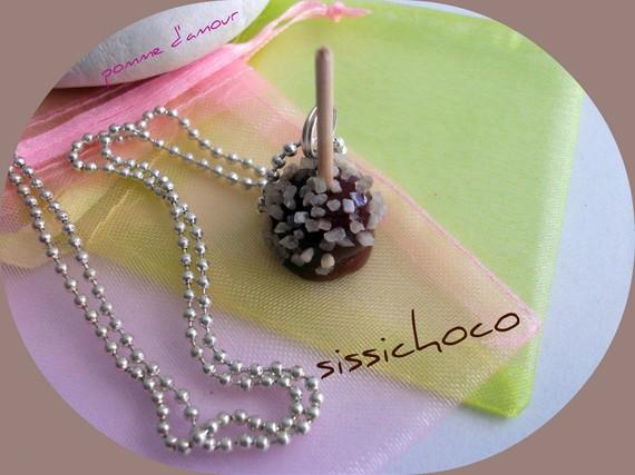 collier pomme d'amour  chocolat et pépites de noisette (créateur)