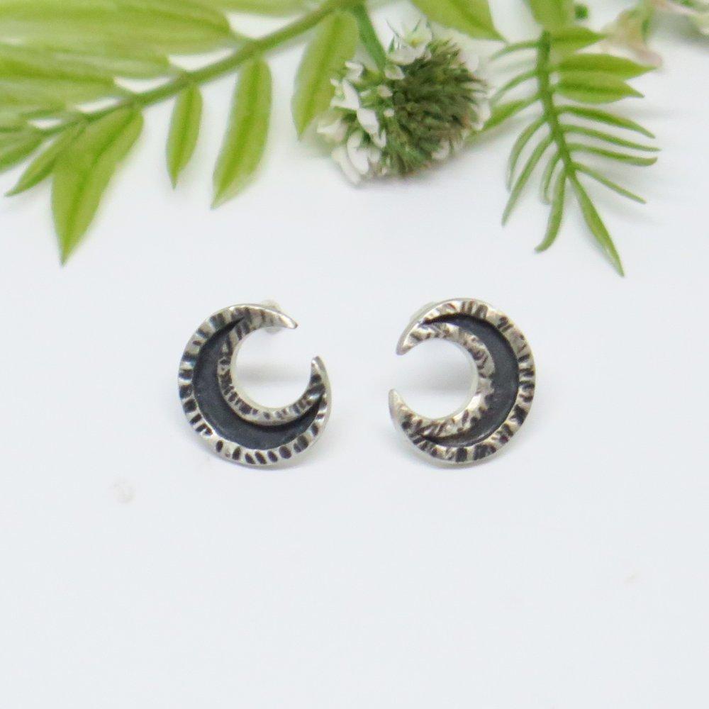 Boucles d'oreilles croissant de lune argent massif 950. Lune noire. Bijou unique de créateur