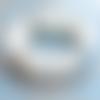 Bracelet élastique bleu aigue-marine / perles blanc opale