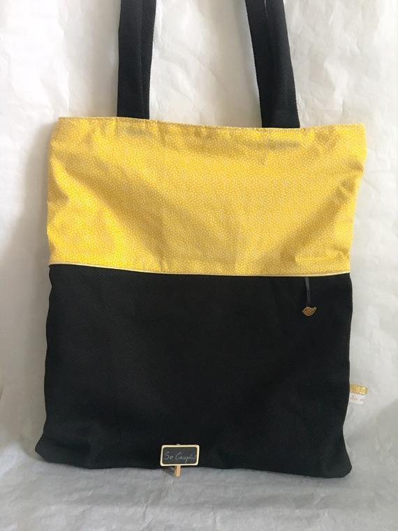 Tote bag noir et motifs grains de riz sur fond jaune
